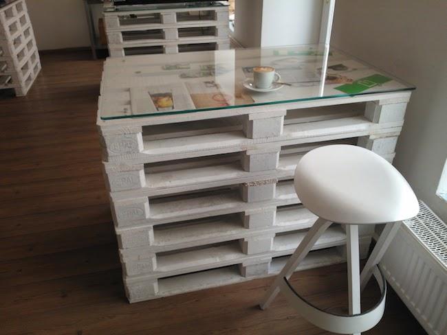 palety_w_domu_design_zastosowanie_europaleta_we_wnetrzu_DIY_zrob_to_sam_stoly_stoliki_biurka_12