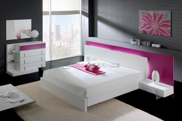 kolor-różowy-we-wnętrzu-Biała sypialnia posiadająca jedynie małe elementy w kolorze różu to opcja dla tych mniej odważnych :]