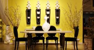 Żółty z czarnym w jadalni daje efekt luksusu.