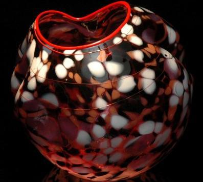 Taki magiczny wazon o subtelnej kolorystyce może służyć np. jako prezent.