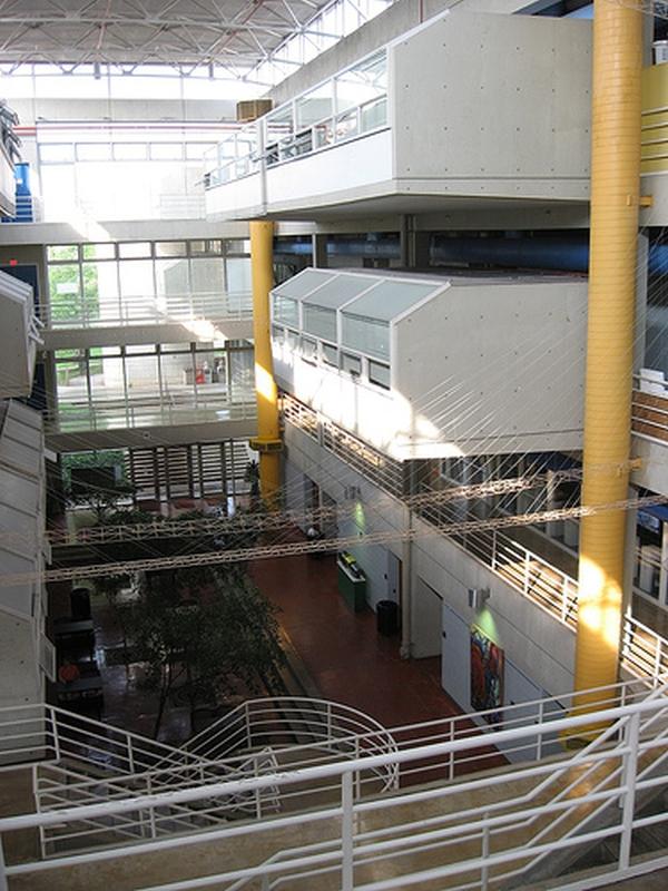 UT-Tennessee-wnetrze-wydzilu-architektury-i-szkutki
