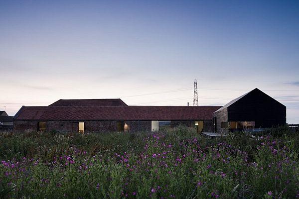 przebudowa-stodoły-na-dom-jak-odbudowac-stodole-konserwacja-unikatowy-dom-11