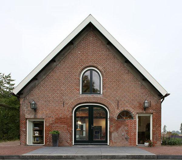 przebudowa-stodoly-na-dom-jak-odbudowac-stodole-konserwacja-unikatowy-dom-2