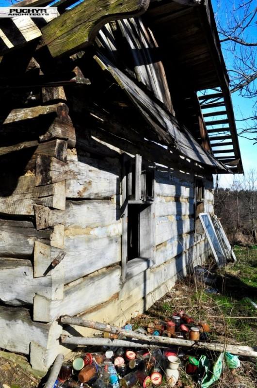 Dawno-temu-w-domu-jak-umiera-dom-drewniana-chata-w-glinnem-1