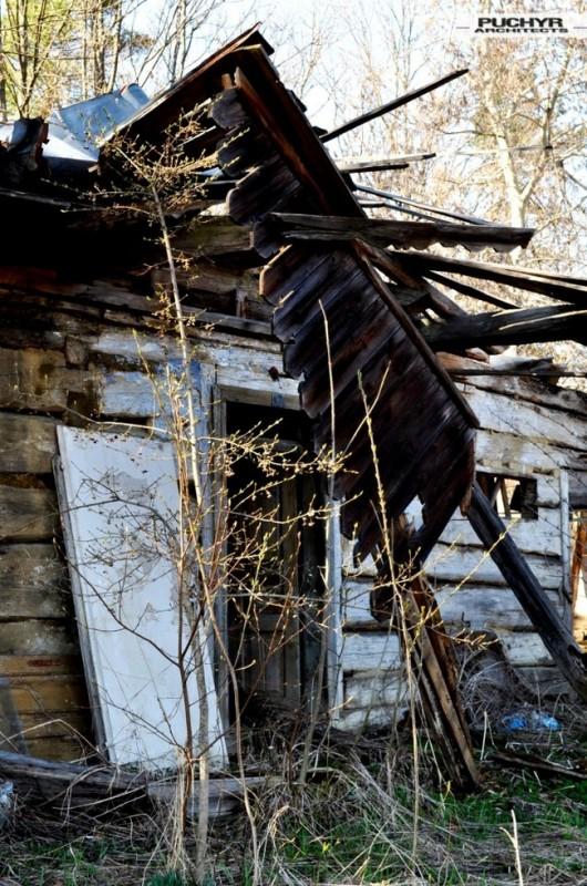 Dawno-temu-w-domu-jak-umiera-dom-drewniana-chata-w-glinnem-2
