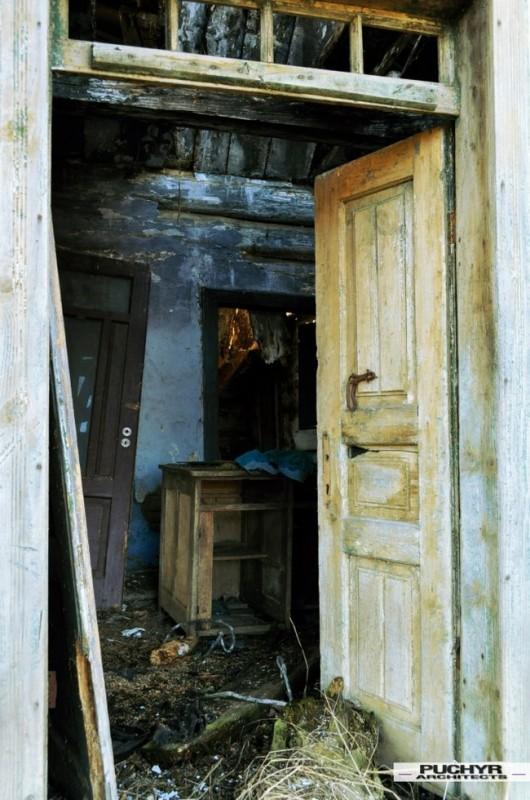 Dawno-temu-w-domu-jak-umiera-dom-drewniana-chata-w-glinnem-3