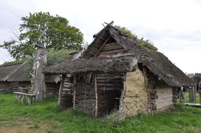 W-skansenie-słowiean-i-wikingów-architektura-dawna-drewniana-na-ziemiach-polskich-61