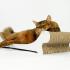 modne-designerskie-zabawki-dla-kota-w-modnym-wnetrzu-kocie-meble-13