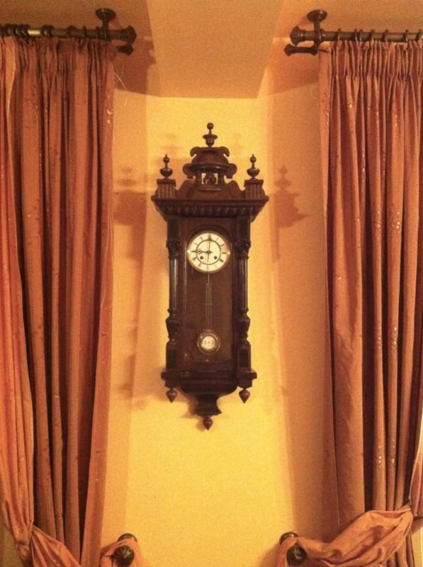 stary-zegar-mocno-spi-przemyslenia-pani-dyrektor