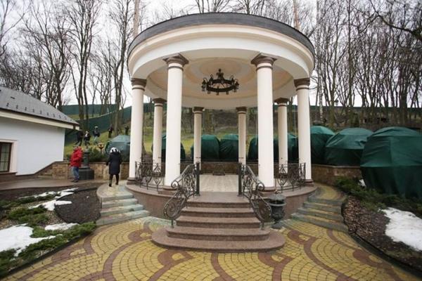 wille-palace-domy-jak-wygladaja-domy-wiktora-janukowicza-po-wejsciu-rewolucjonistow-relacja-2