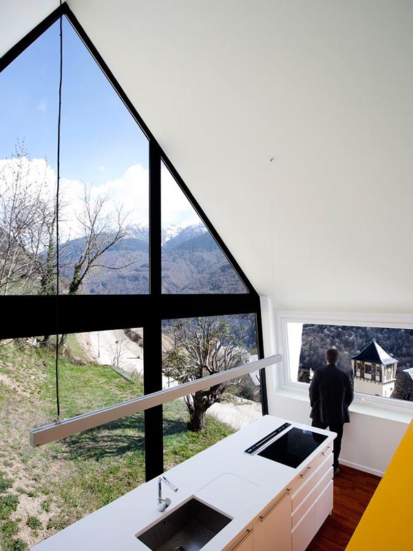 nowoczesny-dom-z-dachem-dwuspadowym-30-45-stopni-stromym-design-architektura-mieszkaniowa-21