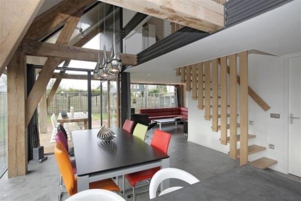 nowoczesny-dom-z-dachem-dwuspadowym-30-45-stopni-stromym-design-architektura-mieszkaniowa-3c