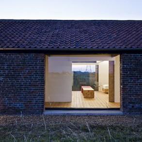 przebudowa-stodoly-na-dom-jak-odbudowac-stodole-konserwacja-unikatowy-dom-300