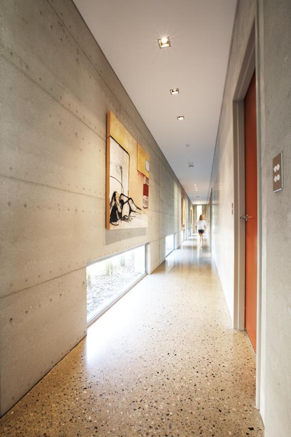 Korytarz-hall-przejscie-jak-zaprojektować-by-nie-był-ciemny-i-nudny-7