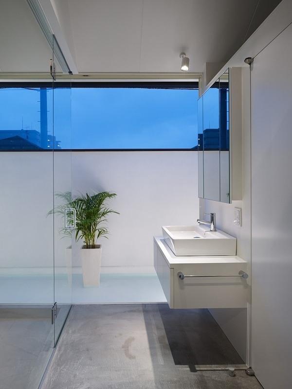 ogaki-house-jak-buduje-sie-w-japonii-nietypowy-budynek-na-wąską-działkę-nietypowy-projekt-z-dachem-dwuspadowym-11