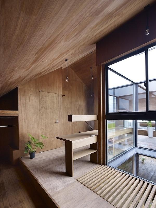 ogaki-house-jak-buduje-sie-w-japonii-nietypowy-budynek-na-wąską-działkę-nietypowy-projekt-z-dachem-dwuspadowym-7