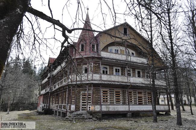 Dawno-temu-w-domu-stary-drewniany-pensjonat-w-gorach-na-slowacji-zdiar-architektura-uzdrowiskowa-1