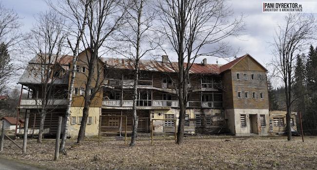 Dawno-temu-w-domu-stary-drewniany-pensjonat-w-gorach-na-slowacji-zdiar-architektura-uzdrowiskowa-10