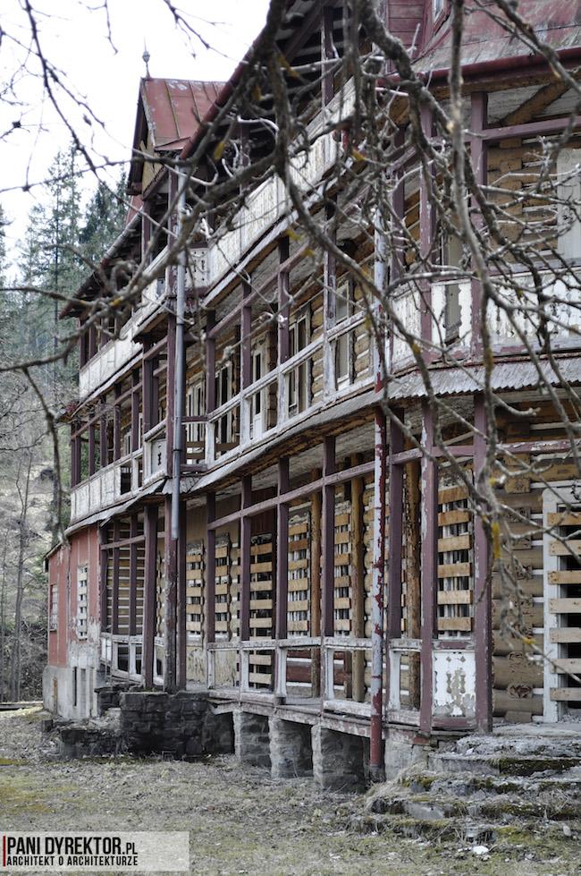Dawno-temu-w-domu-stary-drewniany-pensjonat-w-gorach-na-slowacji-zdiar-architektura-uzdrowiskowa-2