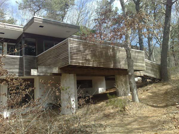 nowoczesny-dom-w-sercu-lasu-minimalizm-bauhausu-drewno-przebudowa-modernizm-restaurowanie-10 copy