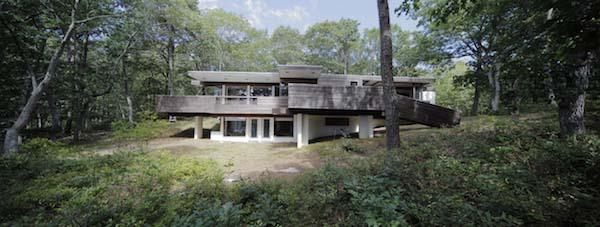 nowoczesny-dom-w-sercu-lasu-minimalizm-bauhausu-drewno-przebudowa-modernizm-restaurowanie-8 copy