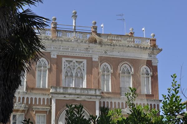 Dawno-temu-w-domu-hotel-w-stylu-hiszpansko-mauretanskim-wlochy-pineto-architektura-pani-dyrektor-3