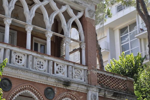 Dawno-temu-w-domu-hotel-w-stylu-hiszpansko-mauretanskim-wlochy-pineto-architektura-pani-dyrektor-9