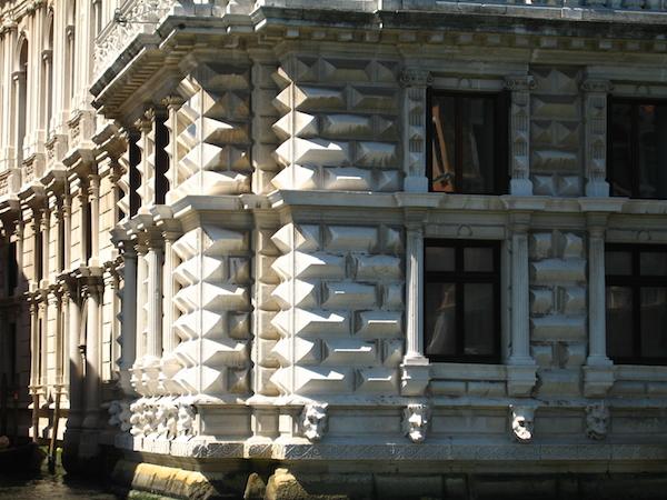 Kamień-i-Swiatło-w-Swiat_Kamienia-Pani-Dyrektor-Artyluł-7