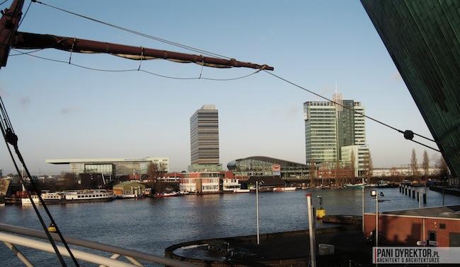 Amsterdam-miasto-blog-o-architekturze-podroze-kamienice-przestrzen-ciekawostki-na-wodzie-kanały-statki-11