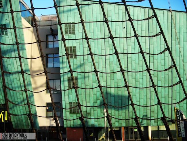 Amsterdam-miasto-blog-o-architekturze-podroze-kamienice-przestrzen-ciekawostki-na-wodzie-kanały-statki-6