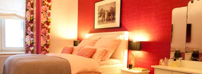 Sypialnia-romantyczna-West-Wing-seksowna-pomysl-idea-ciekawa-2