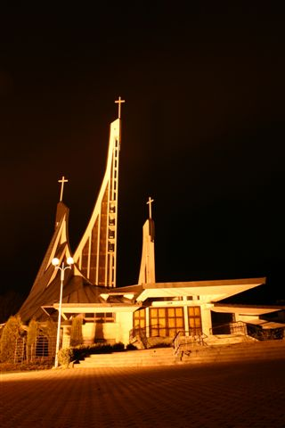 kościół-w-ustrzykach-dolnych-polska-architektura-sakralna
