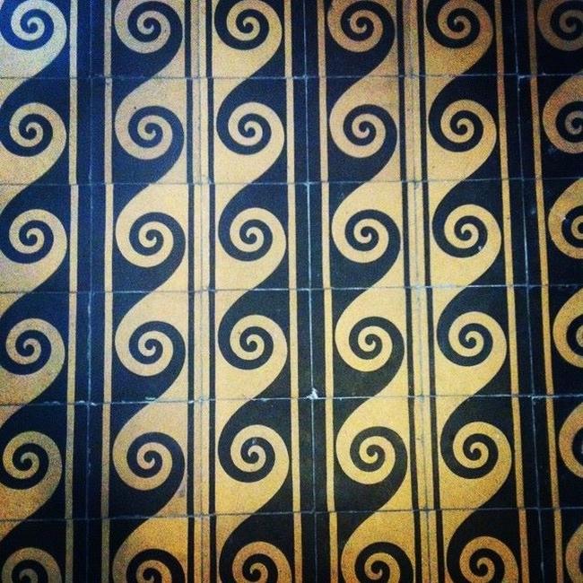 Posadzka-kafle-plytki-wzory-mozaikowe-fale-pattern-blog-architektoniczny