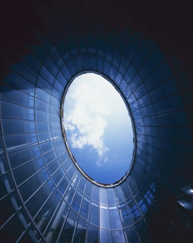 nowoczesny_budynek_przemysłowy_zieleń_w_budynku_budynek_w_zieleni_nowoczesny_projekt_realizacja_04