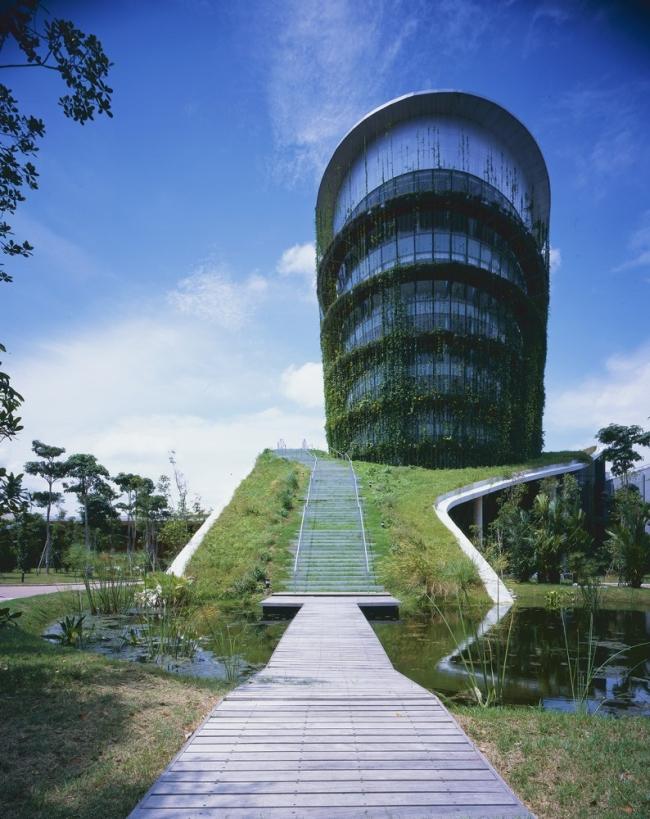 nowoczesny_budynek_przemysłowy_zieleń_w_budynku_budynek_w_zieleni_nowoczesny_projekt_realizacja_05