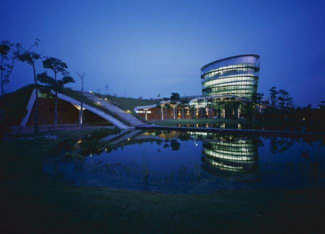 nowoczesny_budynek_przemysłowy_zieleń_w_budynku_budynek_w_zieleni_nowoczesny_projekt_realizacja_07