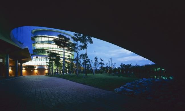 nowoczesny_budynek_przemysłowy_zieleń_w_budynku_budynek_w_zieleni_nowoczesny_projekt_realizacja_08
