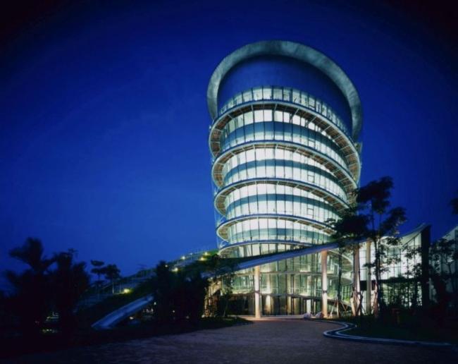 nowoczesny_budynek_przemysłowy_zieleń_w_budynku_budynek_w_zieleni_nowoczesny_projekt_realizacja_19