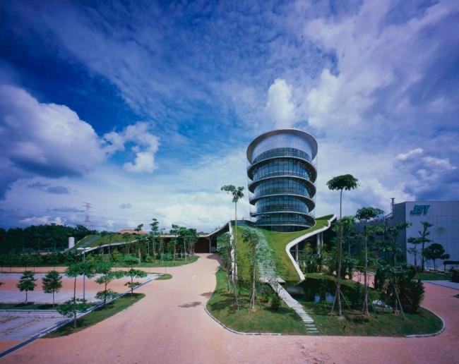nowoczesny_budynek_przemysłowy_zieleń_w_budynku_budynek_w_zieleni_nowoczesny_projekt_realizacja_25