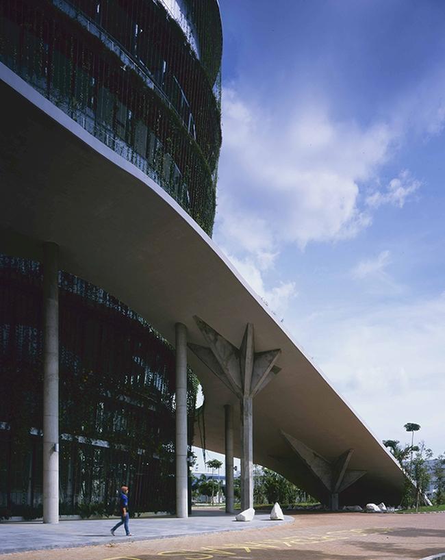 nowoczesny_budynek_przemysłowy_zieleń_w_budynku_budynek_w_zieleni_nowoczesny_projekt_realizacja_28