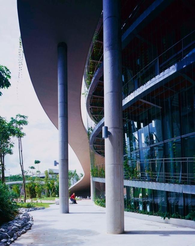 nowoczesny_budynek_przemysłowy_zieleń_w_budynku_budynek_w_zieleni_nowoczesny_projekt_realizacja_29