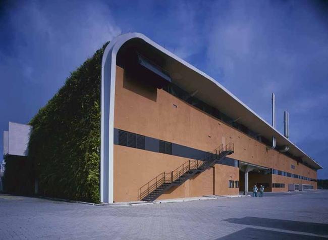 nowoczesny_budynek_przemysłowy_zieleń_w_budynku_budynek_w_zieleni_nowoczesny_projekt_realizacja_30