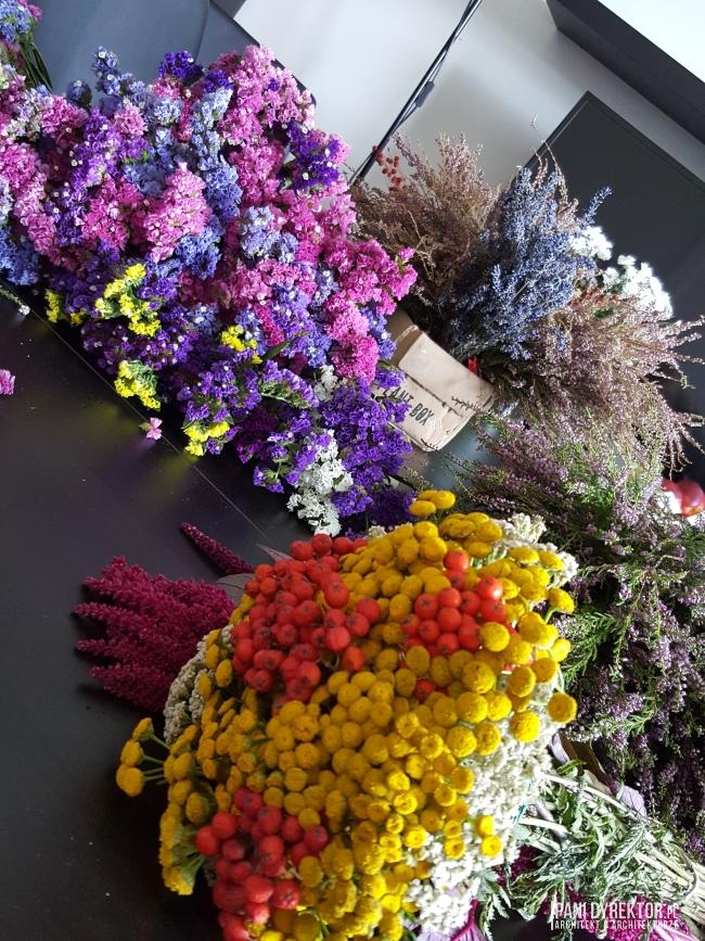 dekoracje-jesienne-bukiet-suchych-kwiatow-jak-zrobic-ulozyc-deco-autumn-zrob-to-sam-diy-zatrwian-limoniom-suszki-bukiety-02
