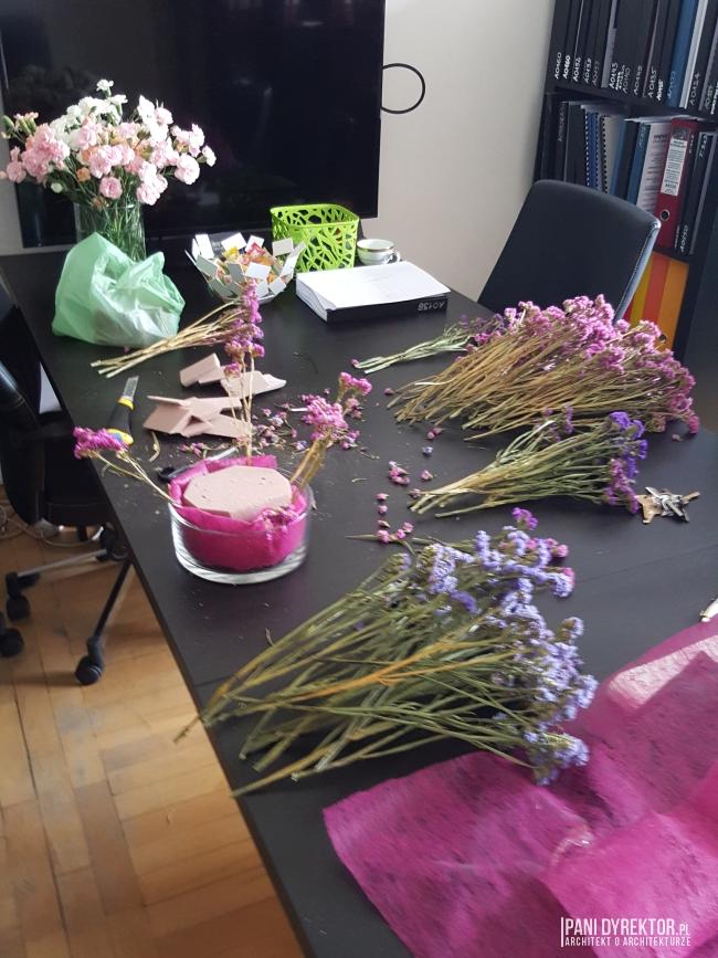 dekoracje-jesienne-bukiet-suchych-kwiatow-jak-zrobic-ulozyc-deco-autumn-zrob-to-sam-diy-zatrwian-limoniom-suszki-bukiety-07