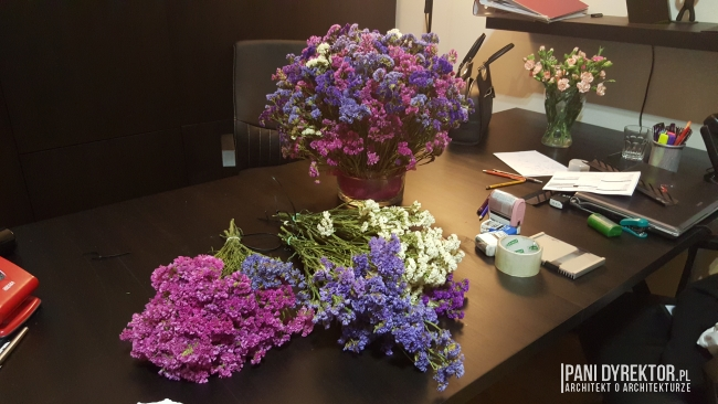 dekoracje-jesienne-bukiet-suchych-kwiatow-jak-zrobic-ulozyc-deco-autumn-zrob-to-sam-diy-zatrwian-limoniom-suszki-bukiety-13