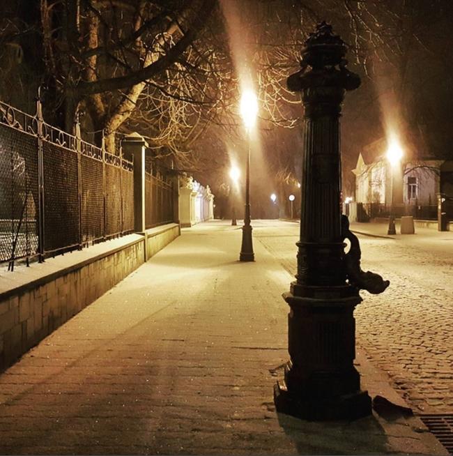 blog-o-architekturze-rzeszow-Zima-pani-dyrektor-snieg-noc-wieczor-christmas
