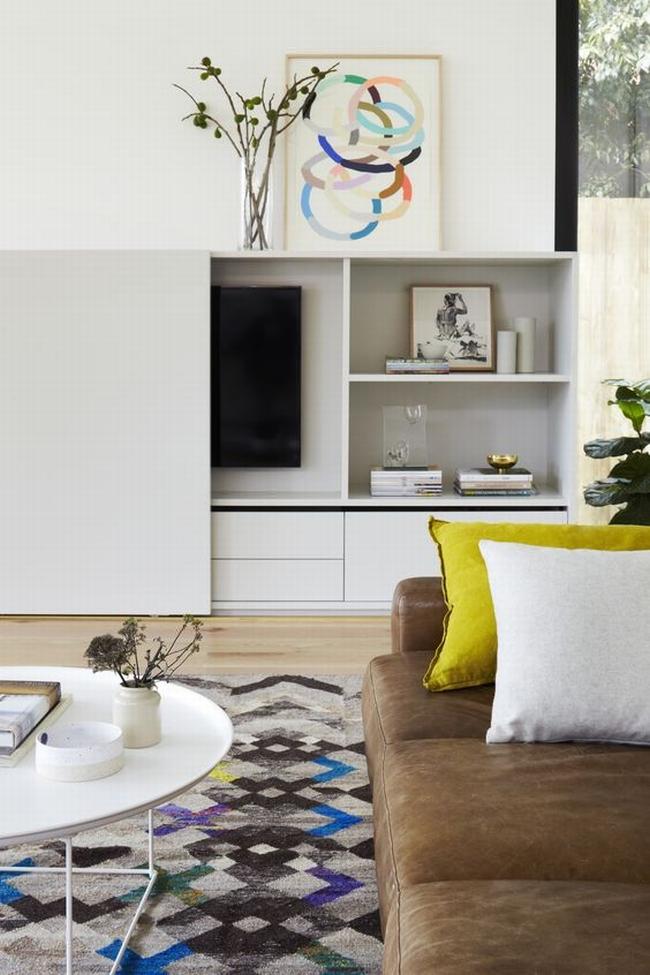 jak ukryć telewizor w salonie ukryty telewizor we wnętrzu w domu inspiracje design pomysły rozwiązania 32