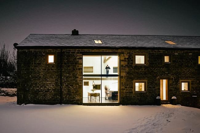 wspaniałe stodoły zamienione w domy nowoczesne stodoły mieszkalne renowacja stodoły cat hill barn Anglia 04