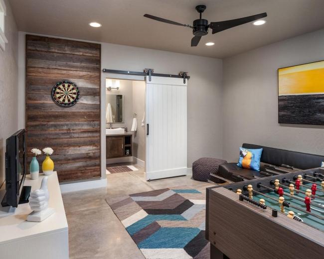 family room pokój rodzinny game room pokój gier amerykański dom amerykańskie wnętrze design 53
