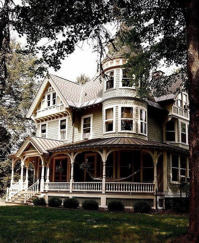 Inside Of Dream Houses: Zewnętrze, Elewacja Domu Amerykańskiego